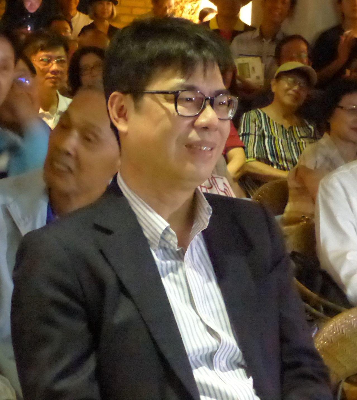 行政院副院長陳其邁表示,把每個關心高雄的人都說成是「卡韓」,這是沒有必要的政治口...