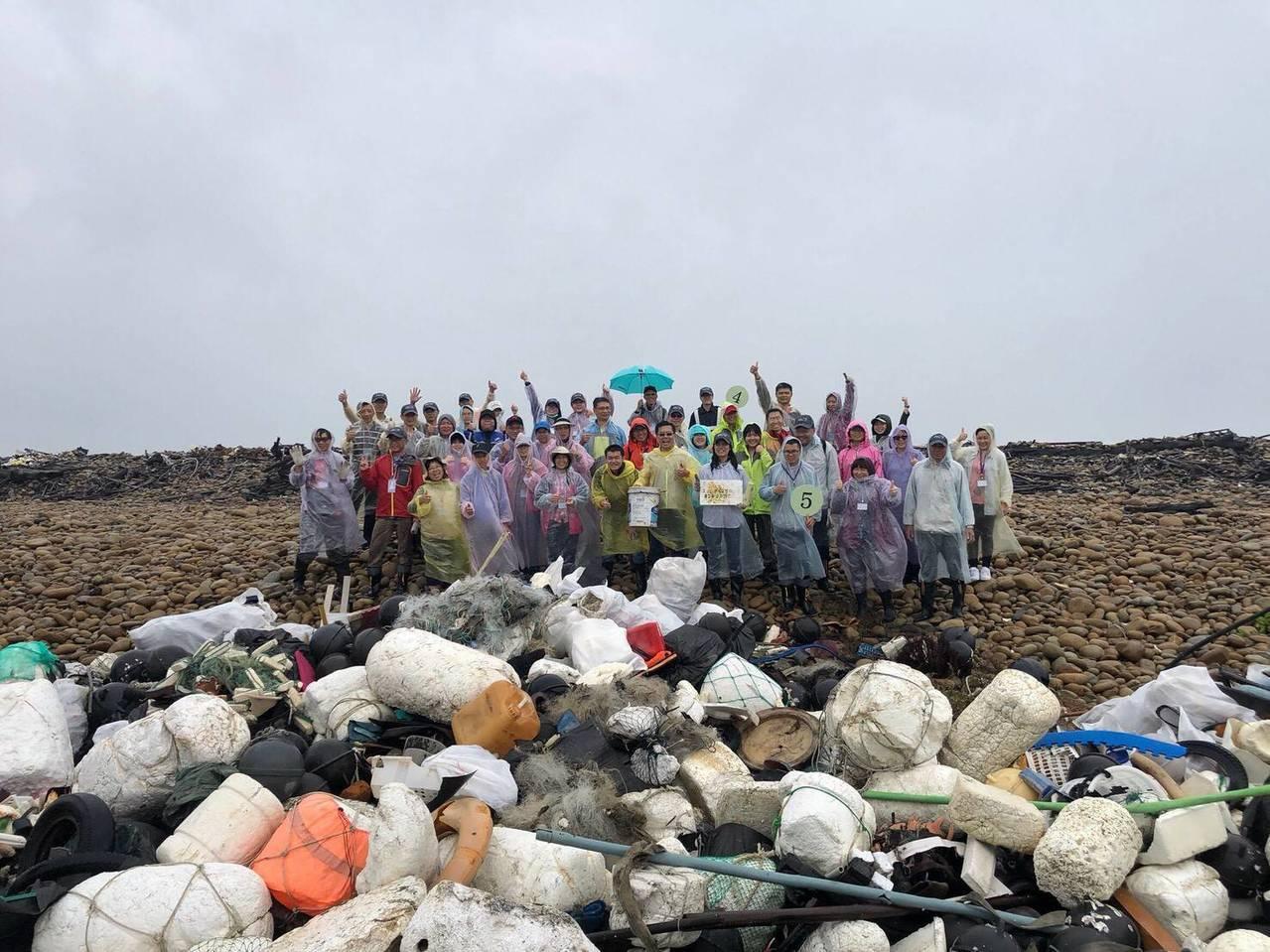 淨灘也夯垃圾車開箱 廢漁網、輪胎、塑膠瓶全現形