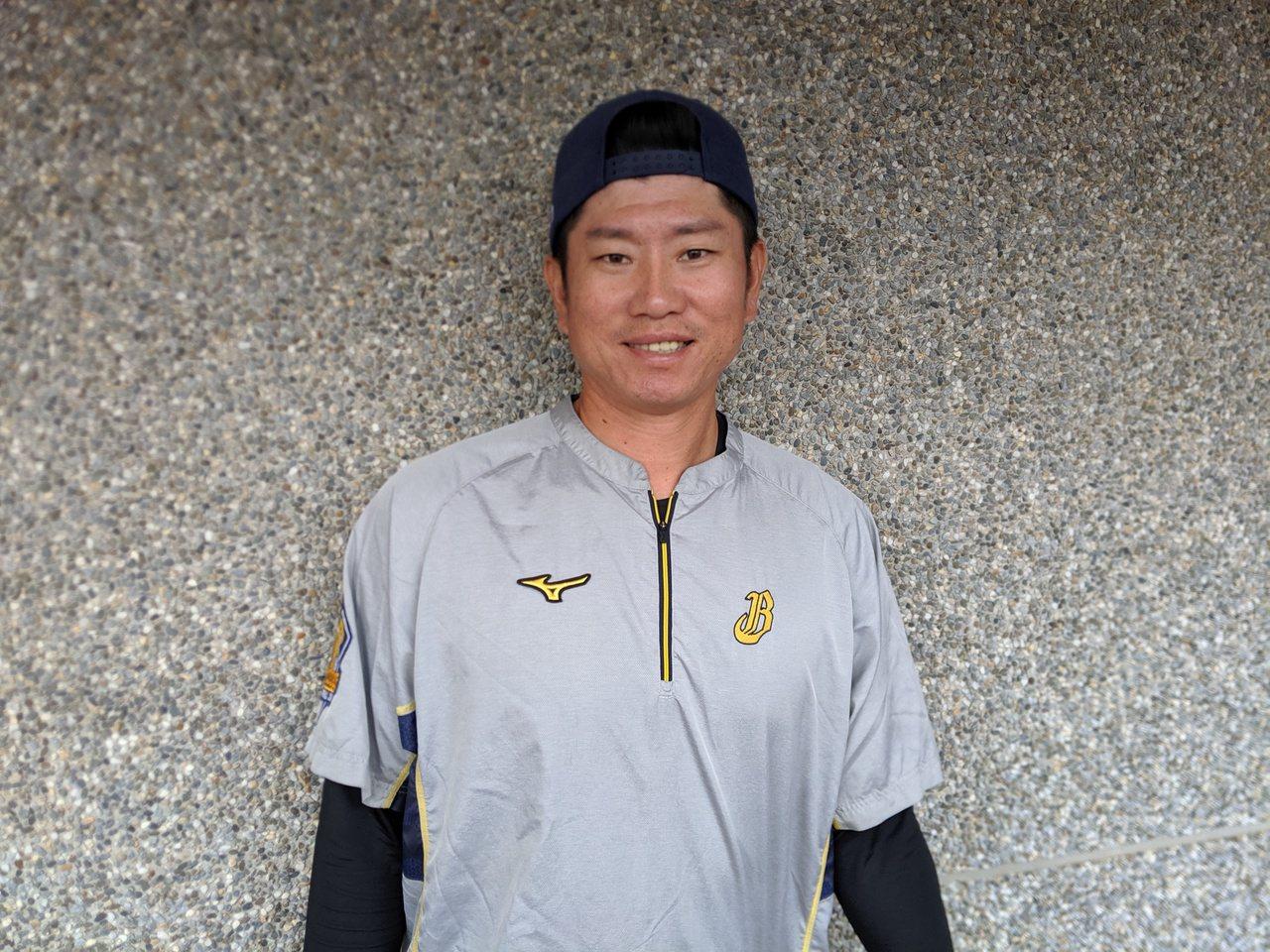 中信兄弟教練林恩宇是少數穿過東北樂天金鷲隊球衣的台灣球員。記者蘇志畬/攝影