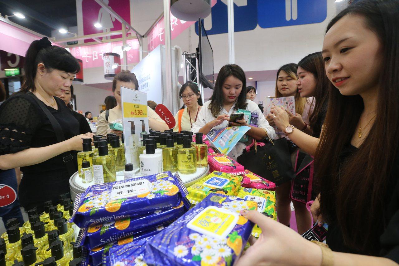 首次參加國際美容化妝品展的「好日子」,主打超夯的Saborino早安面膜系列,買...