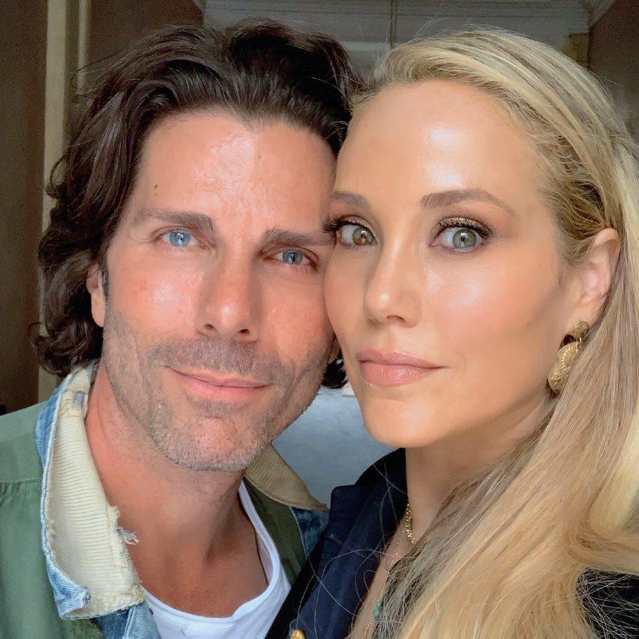 伊莉莎白柏克蕾與丈夫葛瑞格羅倫感情深厚。圖/摘自Instagram