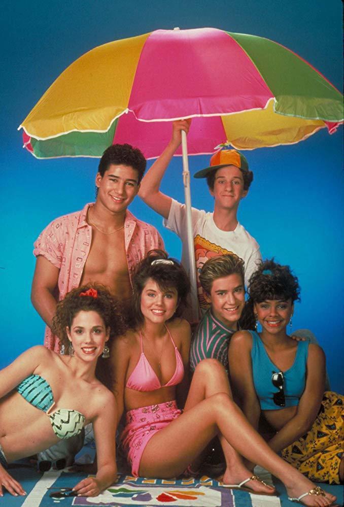 伊莉莎白柏克蕾(左一)曾是美國受歡迎青春影集中的甜心偶像。圖/摘自imdb
