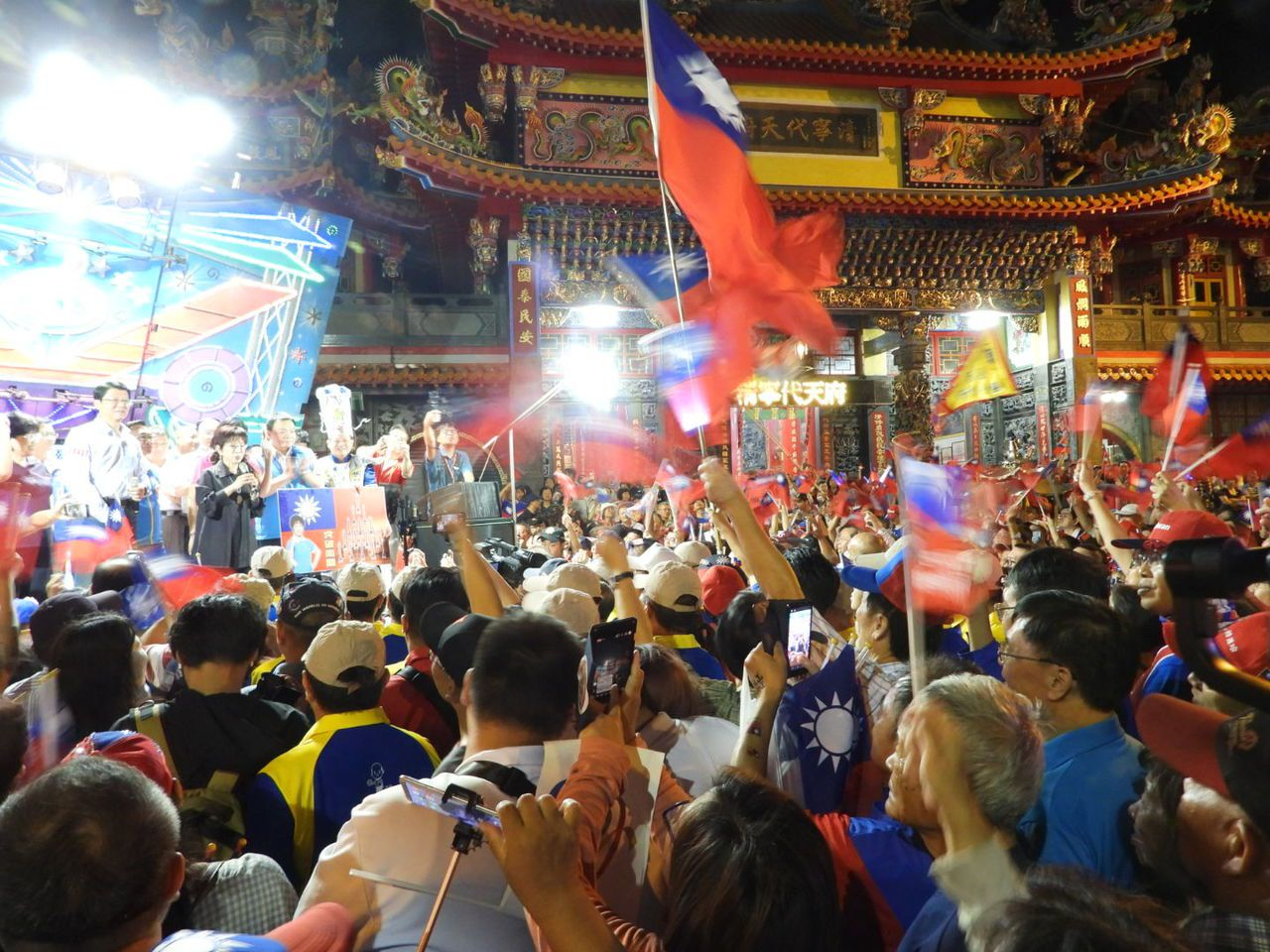 洪秀柱到台南造勢火力全開,現場支持者人山人海。記者周宗禎/攝影