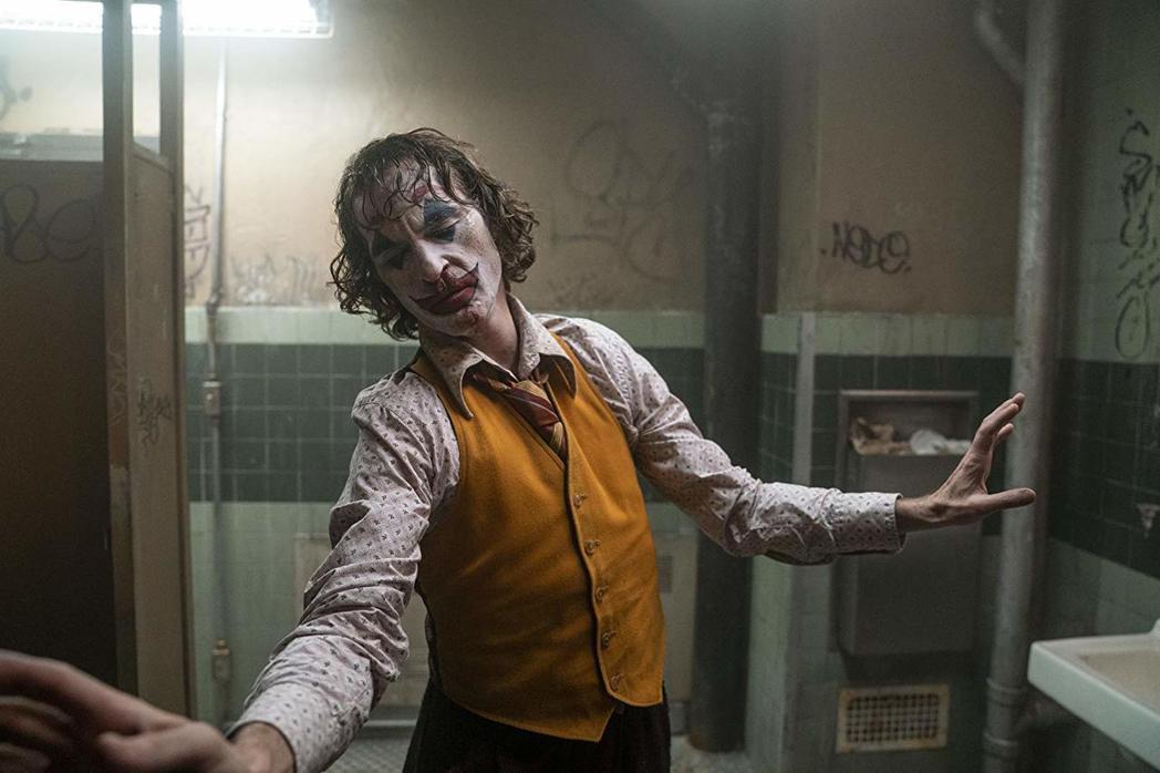 「小丑」才是最被各界期待、看好角逐獎項的漫畫改編電影。圖/摘自imdb