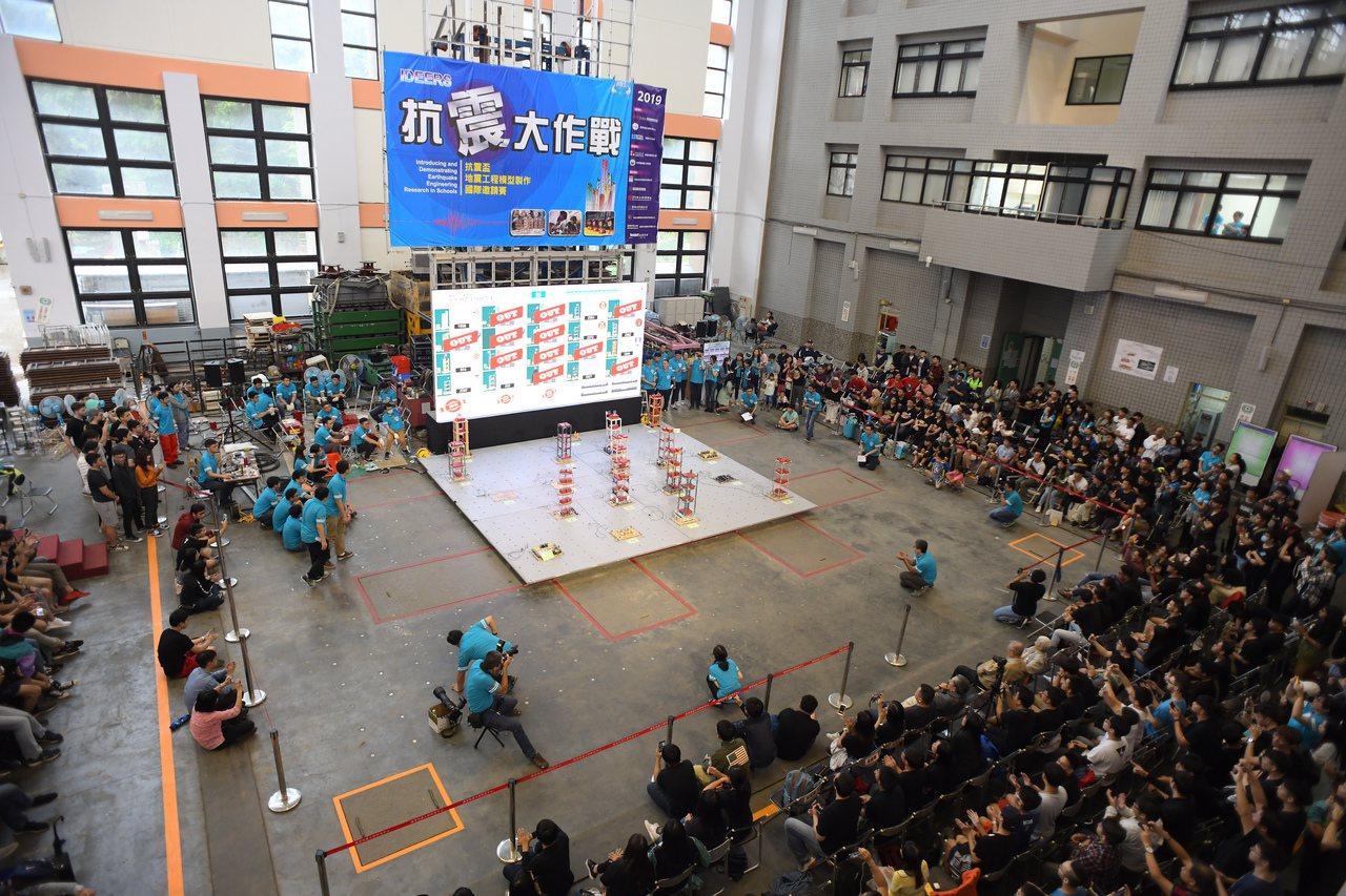 國研院與英國文化協會舉辦抗震盃競賽,圖為比賽畫面。圖/國研院提供