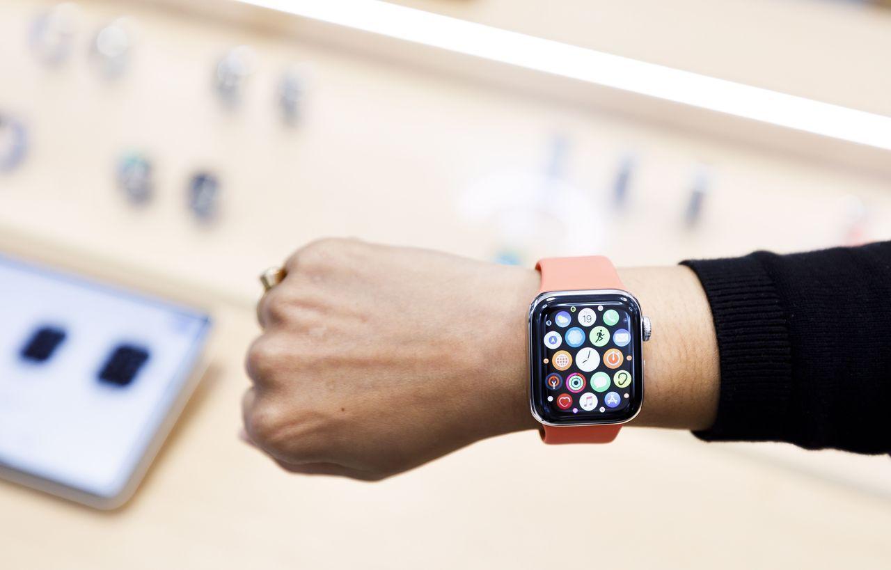 蘋果公司本月展示Series 5 Apple Watch,這款智慧手表在強化健康...