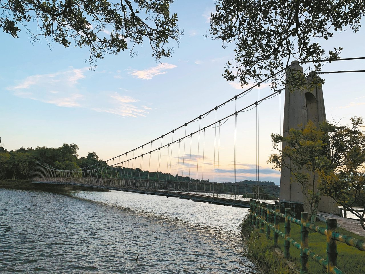 台南市觀光旅遊局長陳信安表示,虎頭埤虎月吊橋附近,曾有一座「水天宮」。 記者吳淑...