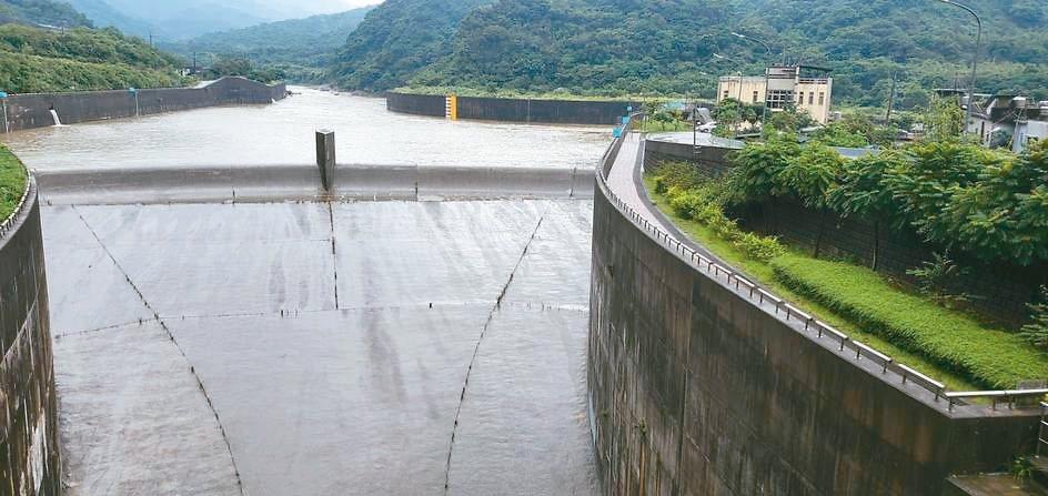受塔巴颱風外圍環流影響,北部山區雨勢不斷,基隆河上游水位高漲,員山子前晚到昨天分...