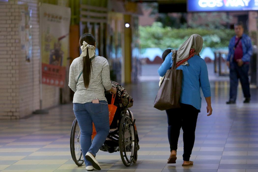 孝道外包/台灣人給外籍看護的工作環境並不人道