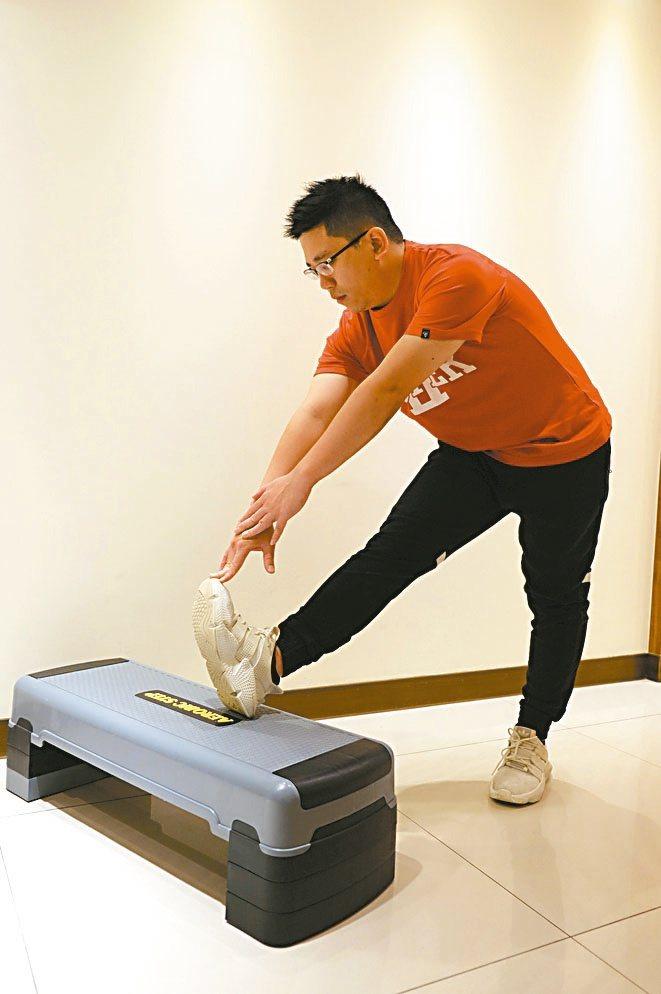 動作設計與示範.圖片提供/聯新國際醫院運動醫學科組長林振綱