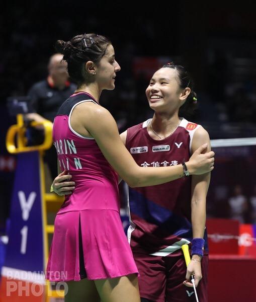 馬琳與小戴賽後相擁惺惺相惜。 圖/Badminton photo