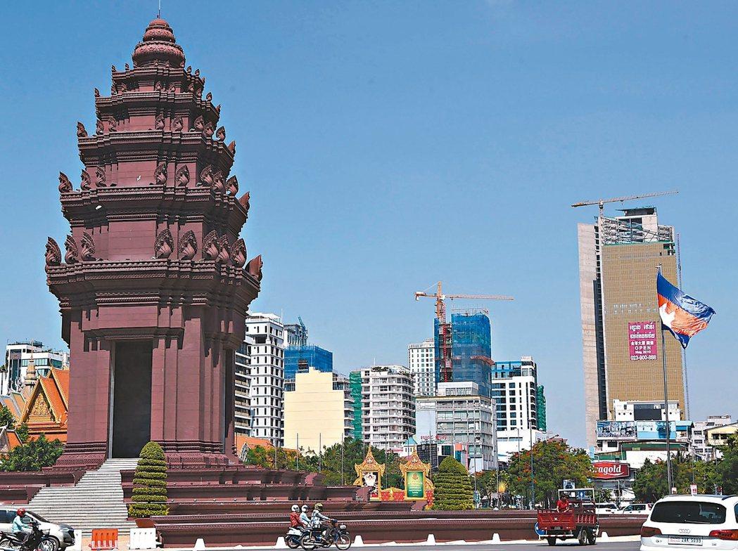 柬埔寨東鄰越南,北鄰寮國,西鄰泰國,西南面暹羅灣,距離台灣約三個小時的飛行距離,...