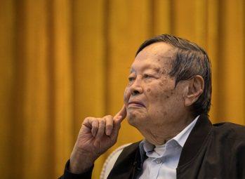 楊振寧獲求是終身成就獎,系史上第二位該獎得主。 新華社