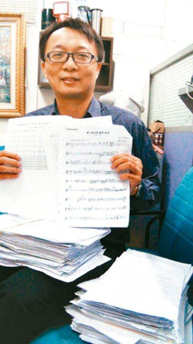 法醫楊敏昇上生命教育,要求學生報告要用回收紙手寫。 圖/楊敏昇提供