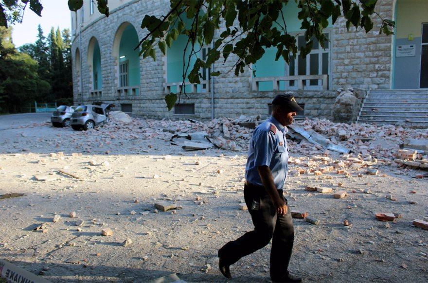 規模5.6淺層地震侵襲阿爾巴尼亞西部,迫使多個城市的居民倉皇逃往街道上避難。 歐...