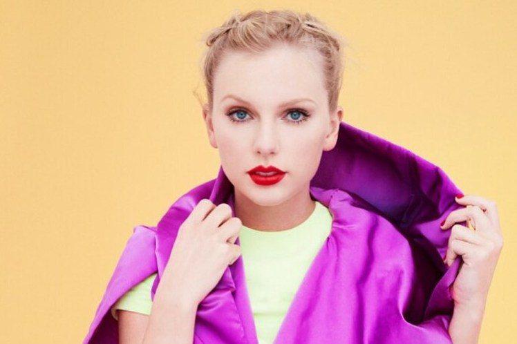 美國流行樂壇小天后泰勒絲(Taylor Swift)退出墨爾本盃(MelbourneCup)賽馬節表演,獲得動保人士讚賞,認為在凸顯比賽殘忍對待賽馬後,成功對泰勒絲施壓。墨爾本盃本月稍早宣布頭條新聞...