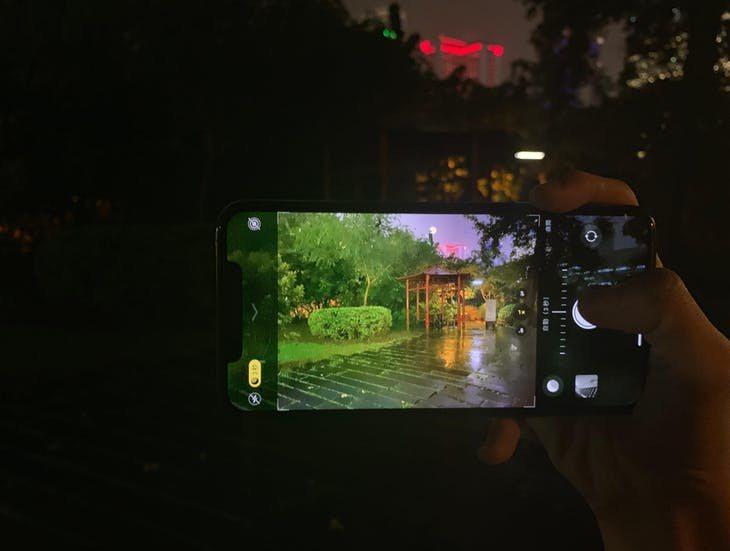 透過XS拍攝實際環境與 iPhone 11 Pro手機呈現的差異