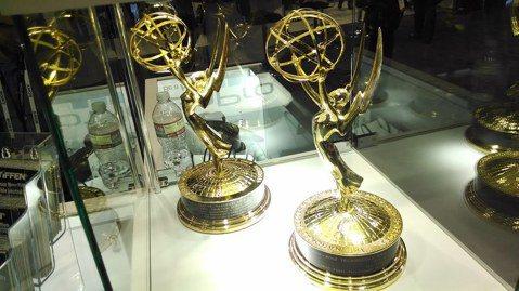 《權力遊戲》將橫掃艾美獎?第8季、也是最終季的奇幻史詩影集《冰與火之歌:權力遊戲》今年打破紀錄,榮獲多達32項艾美獎提名。而去年攻下8個獎項的大作《漫才梅索太太》今年共獲20項提名,《核爆家園》則佔...