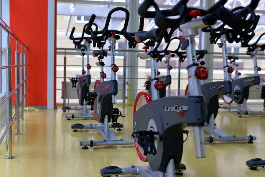 近期研究顯示,一種內建遊戲的室內健身腳踏車,對改善患者活動狀況的效果良好。(ph...