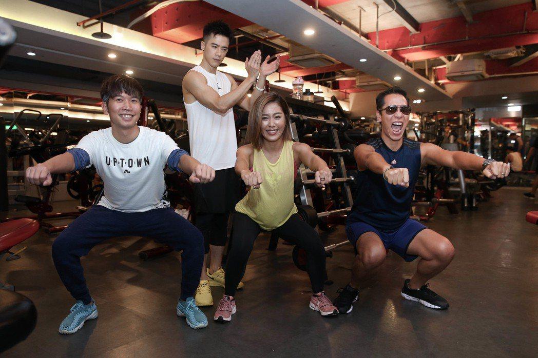 小男孩樂團為出道以來最大專場健身,JR(左2)自願當起代操教練。圖/聯成娛樂提供