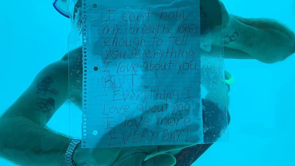 美國男子威伯在向女友進行浪漫的潛水求婚後,不幸溺斃水中。翻攝自臉書@Kenesh...