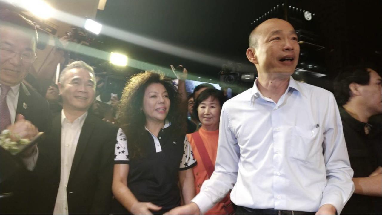 國民黨總統參選人韓國瑜(右)組成的國政顧問團,號召產業界人士代表加入提供建言。本...