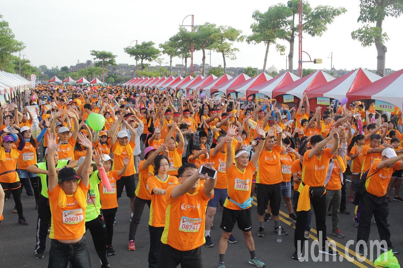 嘉義長庚醫院舉辦2019永慶盃路跑,今天有1萬多人參加。記者卜敏正/攝影