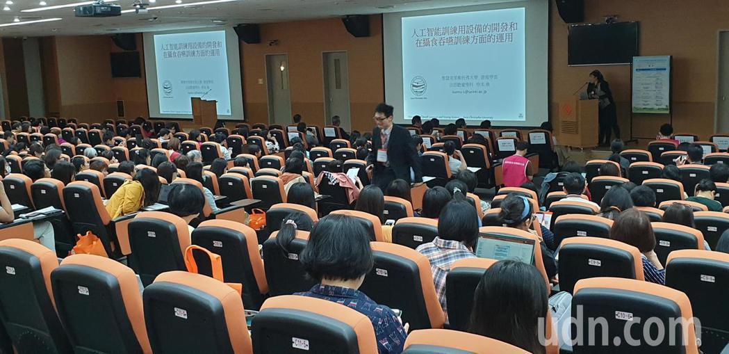 林口長庚醫院舉辦第一屆台日吞嚥障礙治療暨營養照護學術研討會。記者鄭國樑/攝影