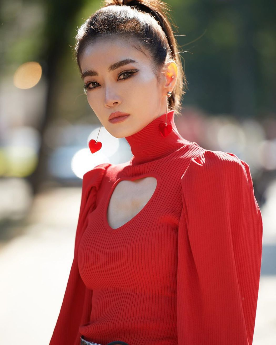 謝金燕辣露「愛心奶」。圖/摘自謝金燕IG