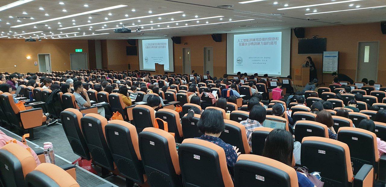 林口長庚邀研討日本專家分享吞嚥復健新法。記者鄭國樑/攝影