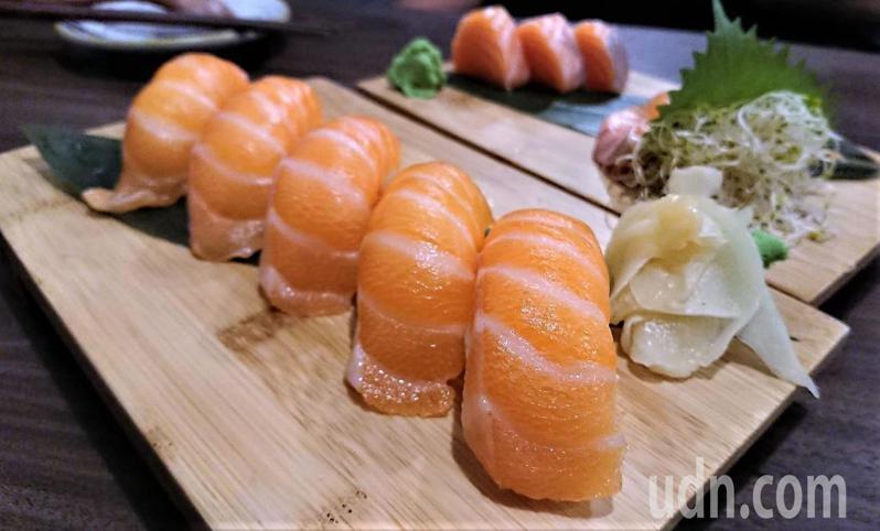 鮭魚握壽司。記者卜敏正/攝影