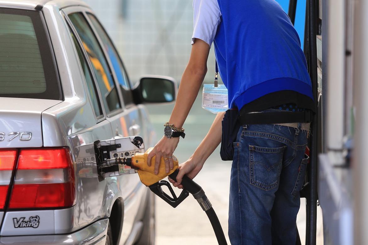 她抱怨加油員加錯油 網友:機車加92、95、98汽油差別不大