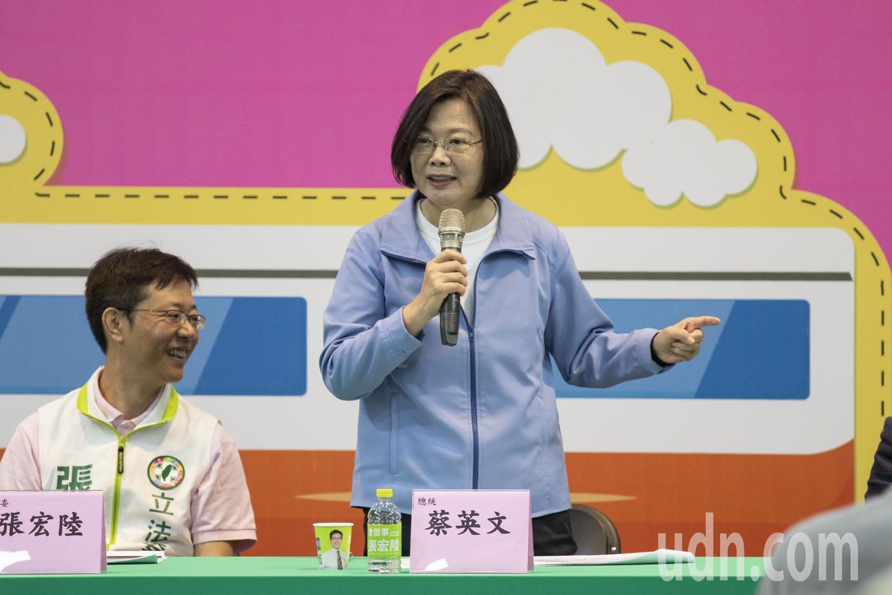 蔡英文總統今指出,在台灣申請教職時候,提供所有文件讓教育單位審查,都符合當時要求...