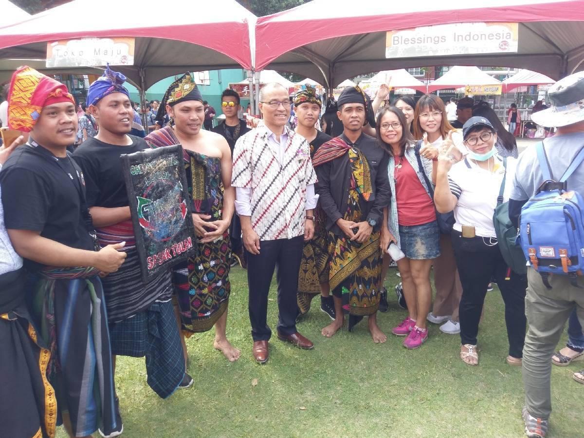 高雄市勞工局今舉辦印尼文化嘉年華園遊會,規畫多個東南亞美食與台灣小吃園遊攤位,透...
