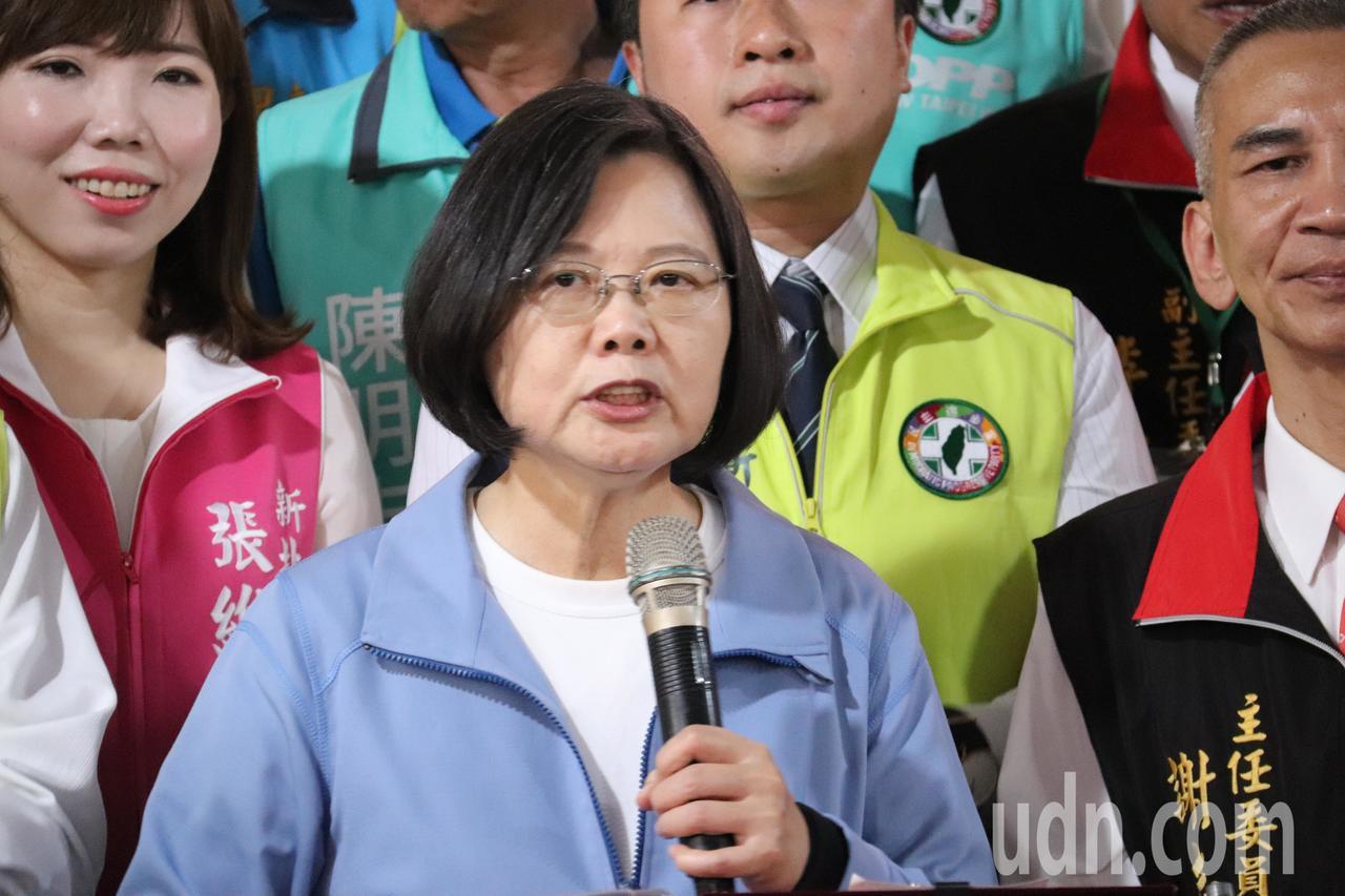總統蔡英文談到兩岸關係,除了表示堅持不接受一國兩制外,更說出中國大陸最怕台灣的三...