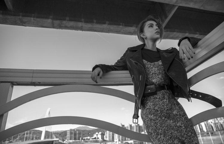 昆凌演繹AllSaints秋冬時尚大片,勾勒出自信模樣,優雅與帥氣兼備。圖/Al...