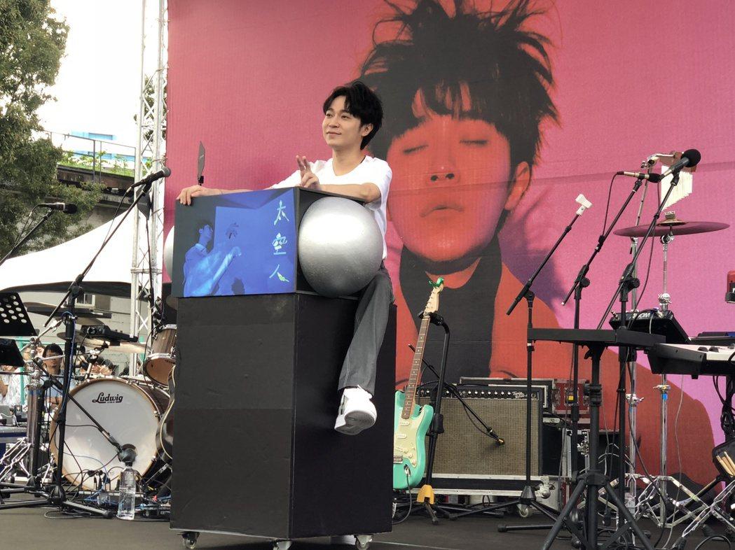 吳青峰舉辦「太空人」專輯握唱會。記者林士傑/攝影