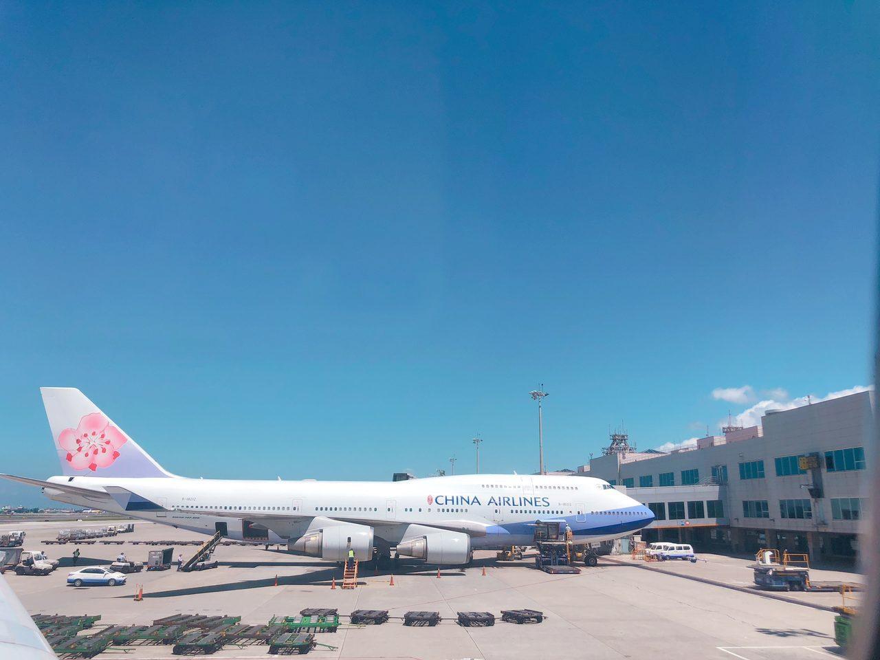 華航飛往釜山、福岡等航班取消,旅客出發前先查詢航班資訊。記者魏妤庭/攝影