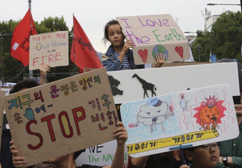 圖為南韓民眾20日在聯合國氣候行動高峰會登場前展開示威活動。美聯社