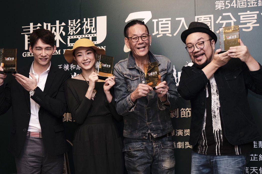 導演葉天倫(右起)、龍劭華、曾珮瑜、溫昇豪出席「雙城故事」入圍金鐘茶會。圖/青睞