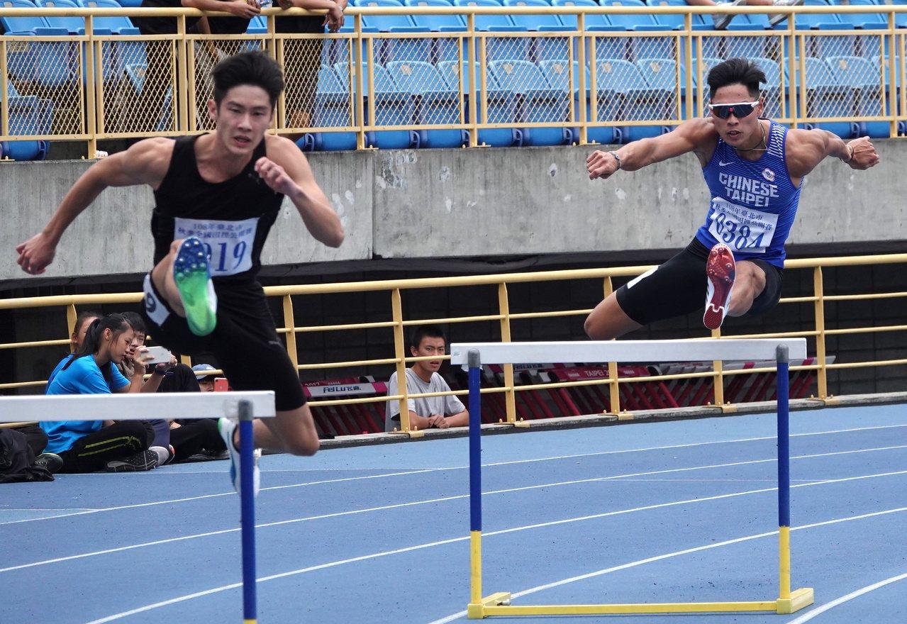 陳傑(右)在秋季盃男子400公尺跨欄摘金。記者毛琬婷/攝影