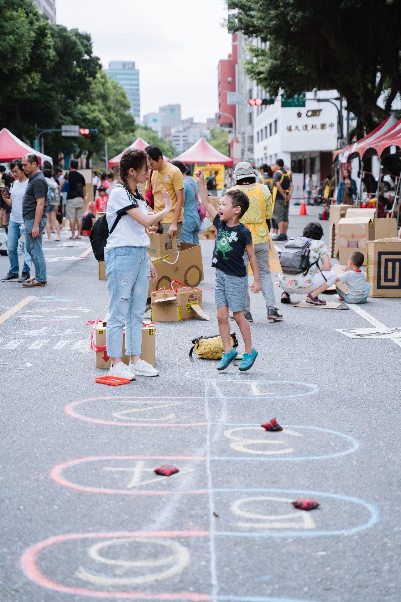 特公盟提出兒童要有地方玩、避免現代遊戲空間不足所造成身心問題等訴求後引起市府重視...