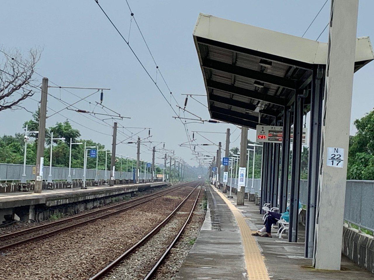 高鐵南延後可能選在屏東六塊厝設站,不過外界以目前的台鐵六塊厝為例,批評選址太偏僻...