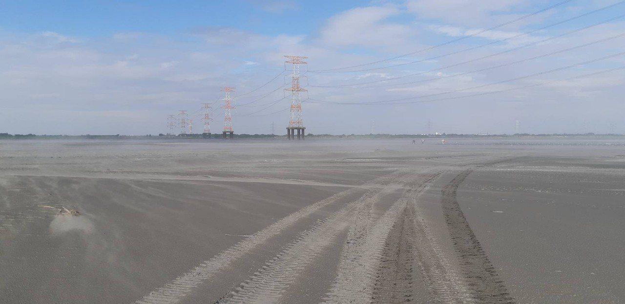 季節與氣候變化,導致濁水溪河道內灘地短短5天增加300多公頃裸露地,造成嚴重揚塵...