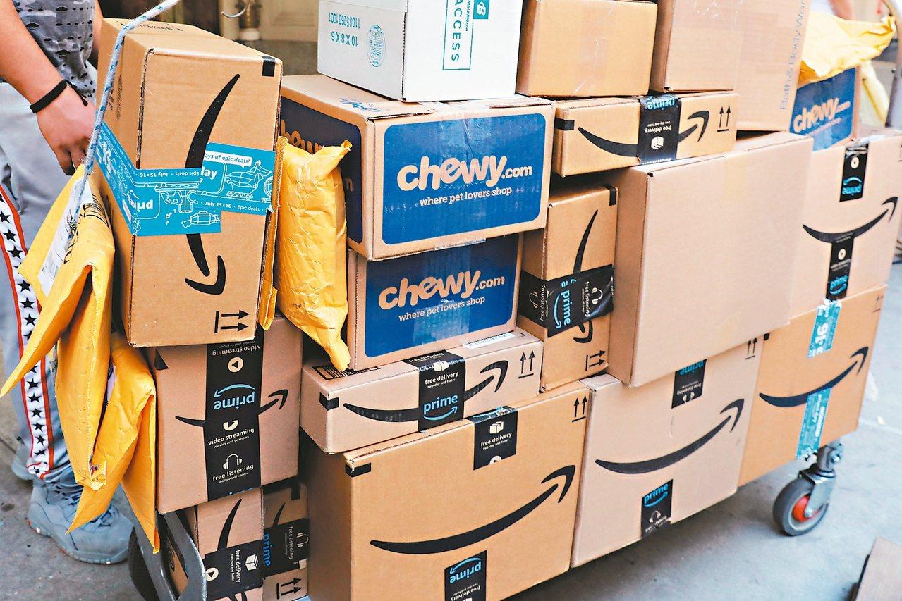 美國要求萬國郵政聯盟改革部分國際包裹郵費比美國國內郵費還低的現況,否則將退出該聯...