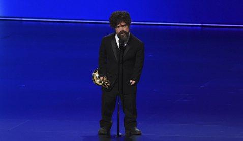 第71屆艾美獎正如火如荼舉辦中,在「冰與火之歌:權力遊戲」飾演要角「小惡魔」的彼得汀克萊傑是全劇的靈魂人物,也4度拿下最佳男配角獎,不僅8度入圍艾美獎最佳戲劇影集男配角獎,也以最終季的精湛表現,拿下...