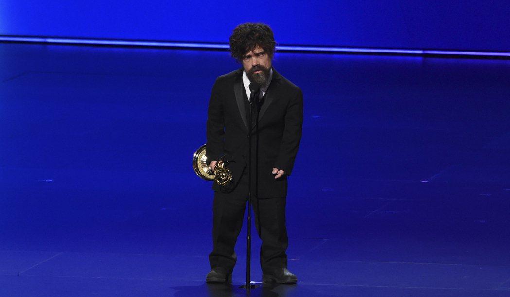 「小惡魔」彼得汀克萊傑以「冰與火之歌:權力遊戲」拿下艾美獎最佳男配角。 圖/美聯