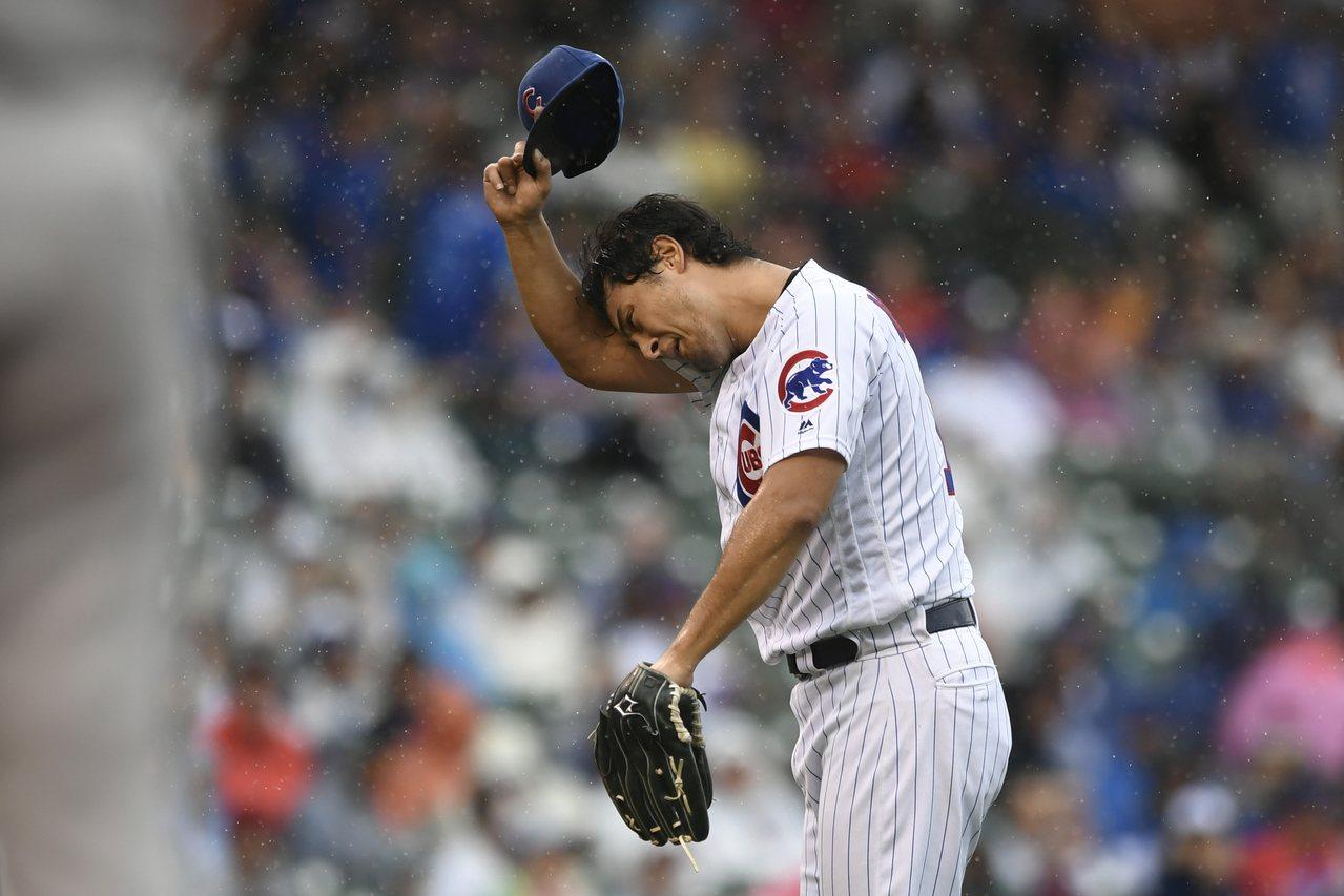 小熊先發投手達比修有今天差點能成為一夫當關的英雄,九局上卻失手,賽後氣得怒砸置物...