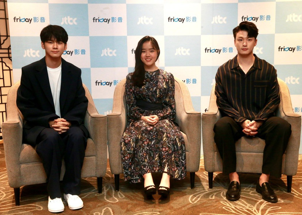 韓劇「18歲的瞬間」演員邕聖祐(左起)、金香起、申承浩。記者黃義書/攝影