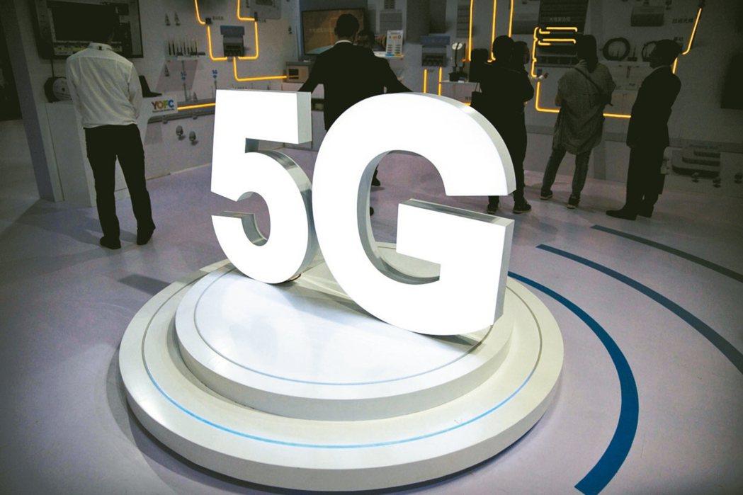 電信用5G頻譜即將在年底釋出,業者除費心構思營運計畫書及競標策略,更關注政府是否...